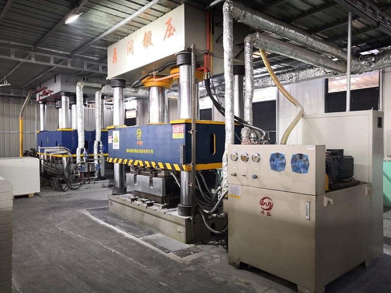 800吨双缸玻璃钢水箱成型液压机