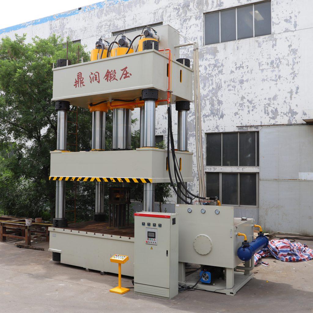 1200吨化粪池液压机