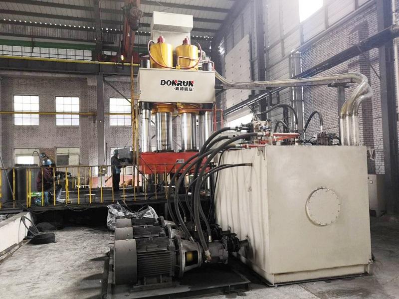 2000吨坩埚液压机