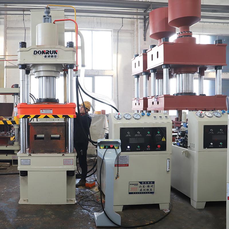 200吨三梁四柱小台面液压机
