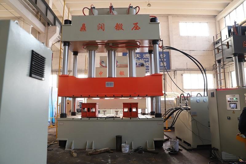 800吨三缸液压机